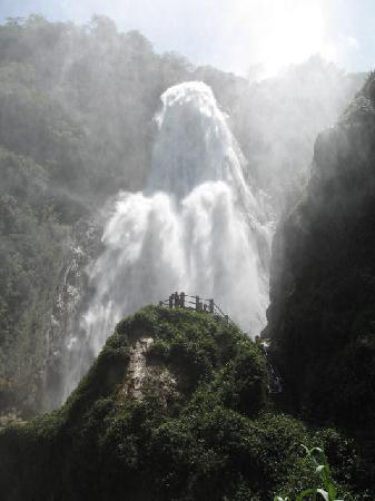 Hotel Plaza Santo Domingo: cascadas el chiflon