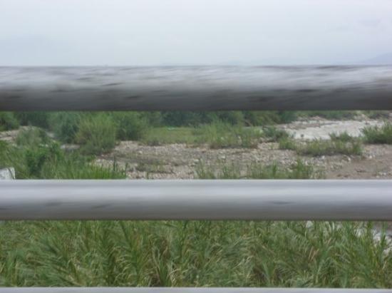 San Antonio del Tachira, Venezuela: El rio ya seco... que nos separa de Colombia.. Puente Internacional Colombo. Venezolano