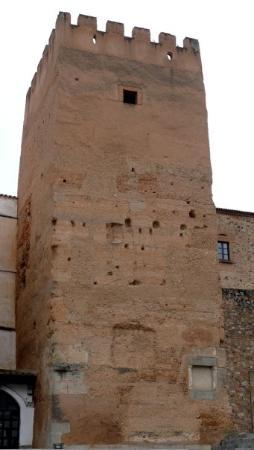 Cáceres, España: Torre de la Hierba. Construida por los árabes en la última fortificación que hicieron de la ciu