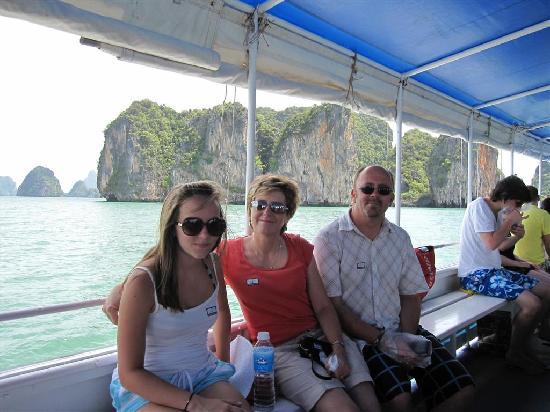อ่าวพังงา: Escort boat to Phang Nga Bay
