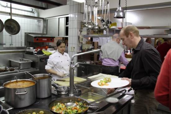 Hotel Alpin Spa Tuxerhof: Küchenparty: iedereen mag zelf zijn/haar eten halen in de keuken van het hotel
