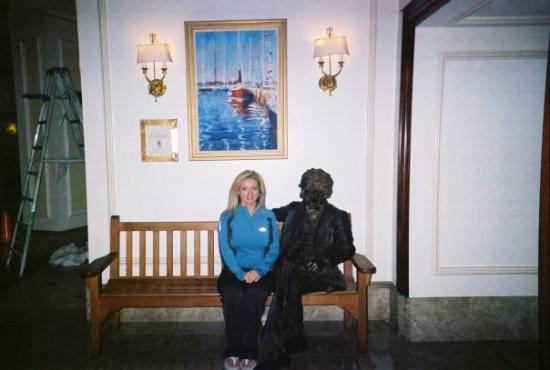 Hamilton Princess & Beach Club, a Fairmont Managed Hotel: Me and some bronze statue.