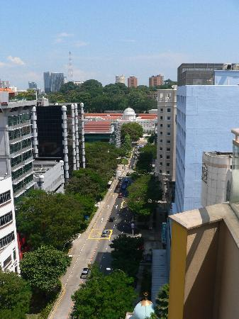 Somerset Bencoolen: View along Bencoolen St from rooftop pool