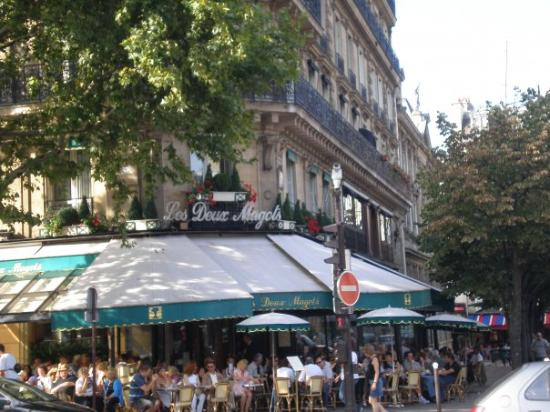 Cafe Les Deux Magots: hemingway used to hang out here! and so did we!:))