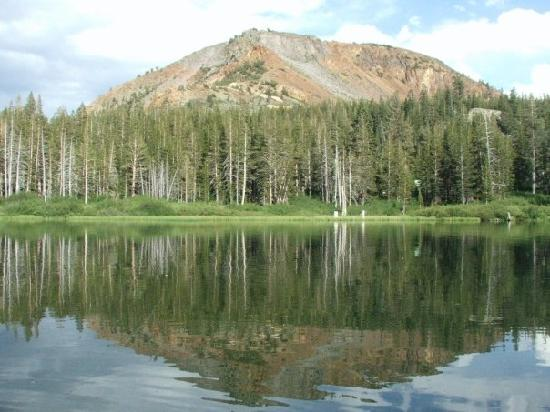Twin Lakes Campground: One of the mountains overlooking Twin Lakes