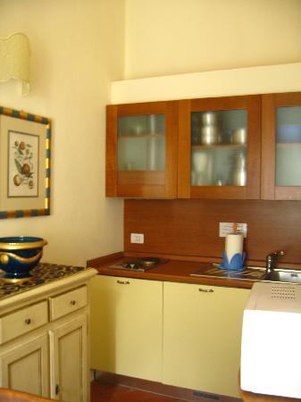 La Casa del Garbo: well-equipped kitchen - stove, fridge, coffeemaker, microwave, utensils,,,