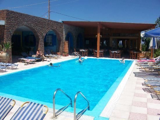 ديمتريز فيلاز: Pool area