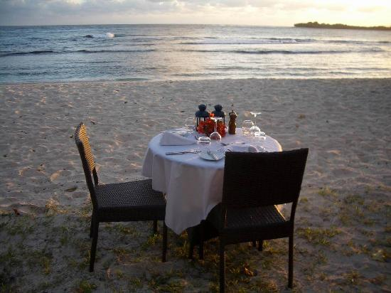 Eratap Beach Resort: Table for two on the beach