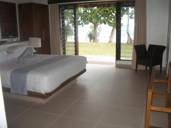 Eratap Beach Resort: Villa bedroom