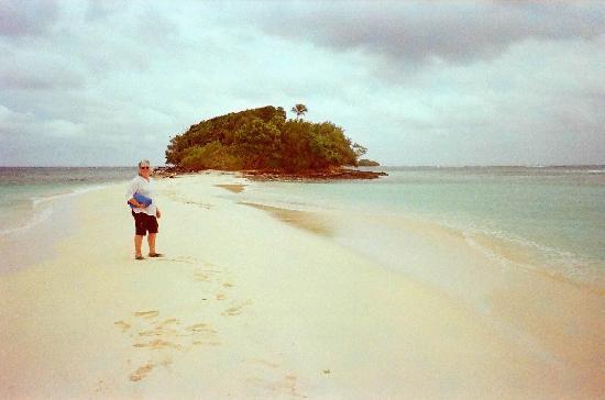 Eratap Beach Resort: Castaway Island
