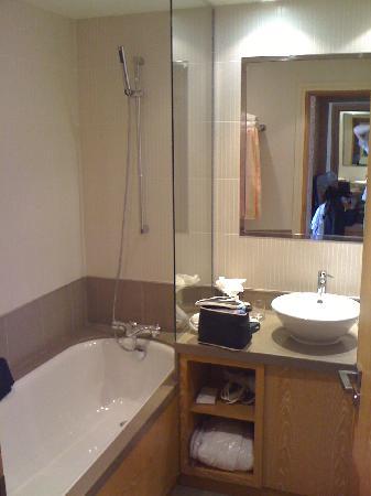 Un vrai h tel de luxe moderne golden tulip villa for Salle de bain de luxe moderne