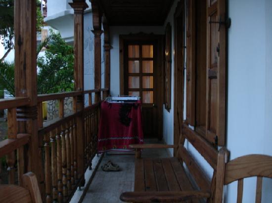 Hotel Asur /Assyrian Hotel: Apartment Balcony