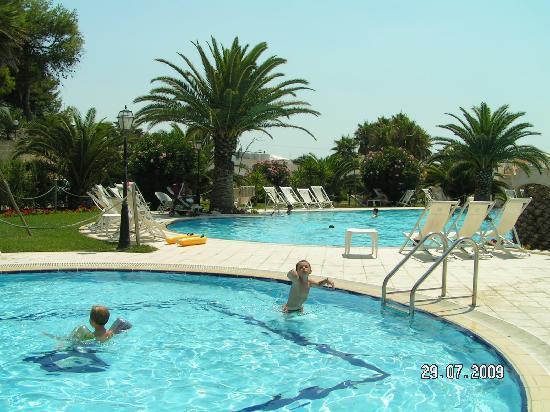 Gabbiano Hotel: piscine
