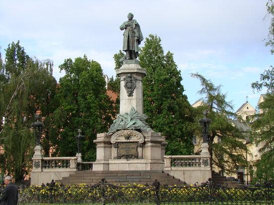 Warszawa, Polska: Monumento en Centro Varsovia