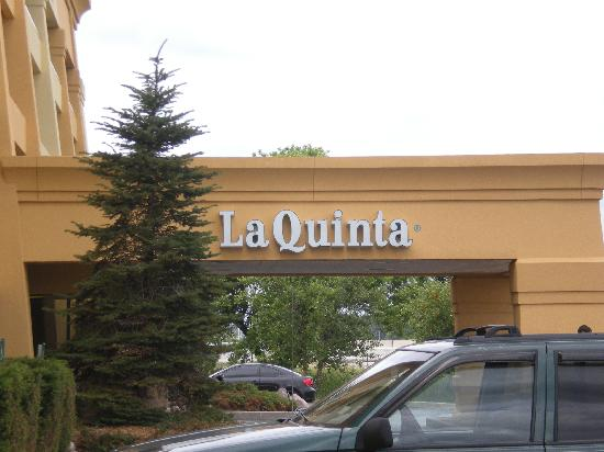 La Quinta Inn & Suites Chicago Gurnee: Outside of the hotel