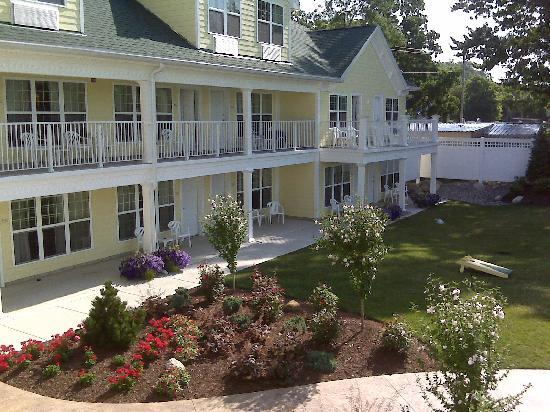 Kelleys Island Venture Resort: A view from the balcony.