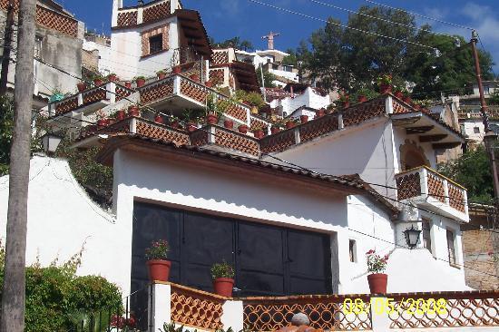 Villa de las Sonrisas B&B: View of Cristo from the garden