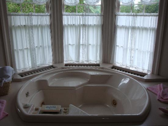 oversized private bathtubs | large jacuzzi tub in room #3 - Picture of Hillside Inn ...