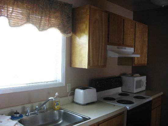 Ravenwood Motel: Kitchen
