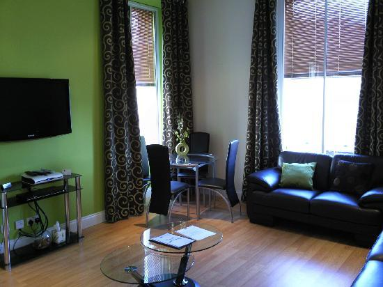 Dee Street City Center Apartments: Living Area - Apartment D