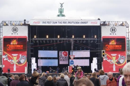 Berlijn, Duitsland: Concierto por los 18 años de la Reunificación