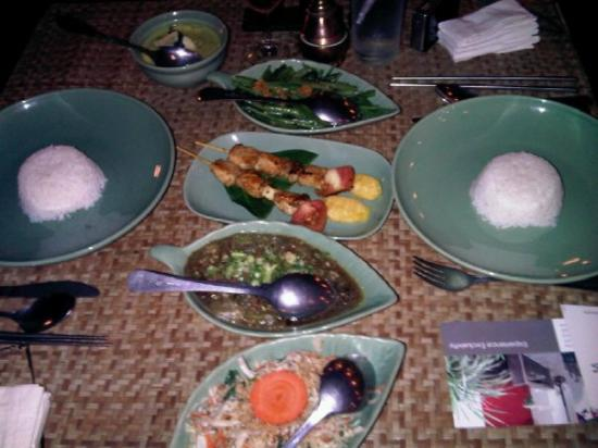 Siem Reap, Cambodia: Khmer dinner at Vinoth's