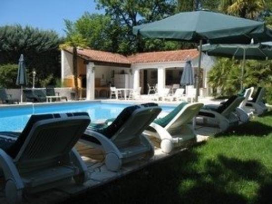 Les Arcs sur Argens, ฝรั่งเศส: Piscine et poolhouse