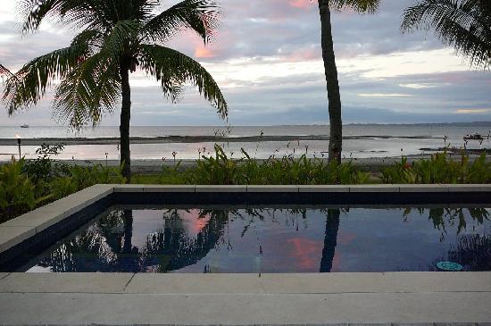 ฟิจิ บีช รีสอร์ท แอนด์ สปา แมเนจ บาย ฮิลตัน: Shared villa pool