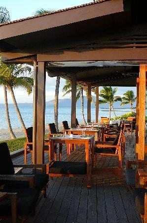 ฟิจิ บีช รีสอร์ท แอนด์ สปา แมเนจ บาย ฮิลตัน: Nuku restaurant at dusk