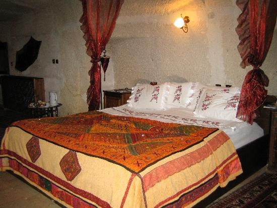 Gamirasu Cave Hotel: our bed