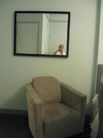 414 Hotel: silla de descanso habitacion