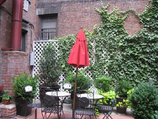 414 Hotel: patio interior