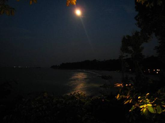 Club Med Bintan Island: Beach at night