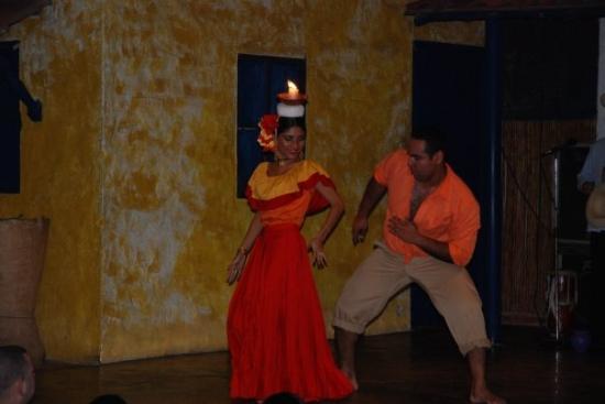 Panama, Panama : Dancing