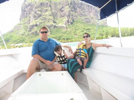 Le Morne Beach: Glass bottom boat (Nie Karla & Lizl se gunsteling)