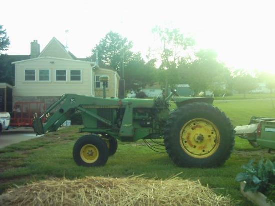 Haddam, แคนซัส: Mom's tractor