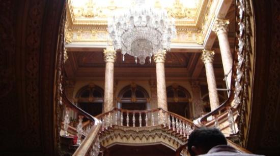 พระราชวังโดลมาบาชเช่: the Crystal Staircase the banister posts are made of actual crystal