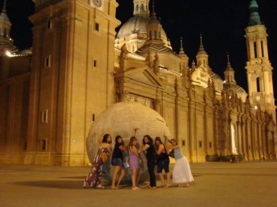 Basilica de Nuestra Senora del Pilar: Zaragoza. Plaza del Pilar. Expo'08