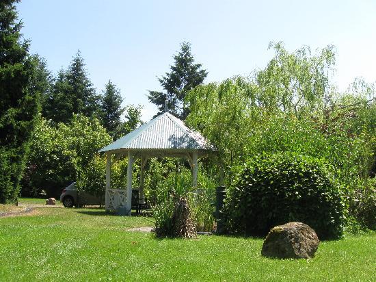 Relais de la Poste : The relaxing garden at the back