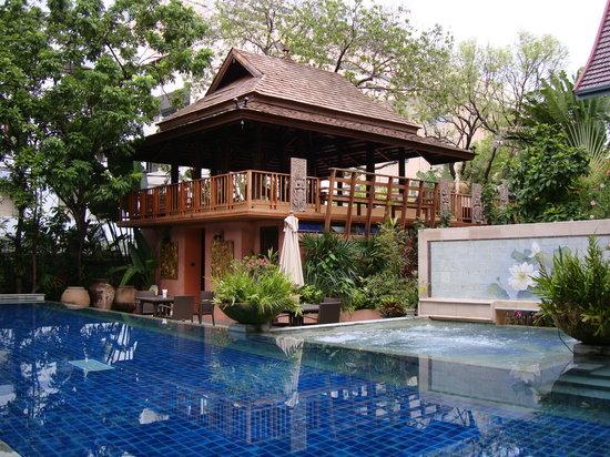 Ariyasomvilla: terrasse et piscine
