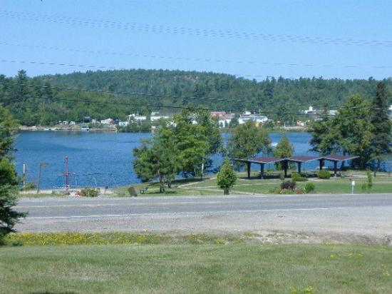 Elliot Lake, Canadá: The view from the trailer park.