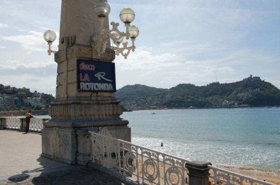 Playa de La Concha: above the rotunda nightclub on la concha
