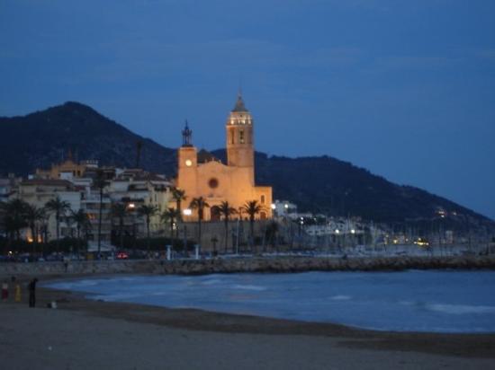 Sitges de noche barcelona foto di sitges provincia di for Noche hotel barcelona