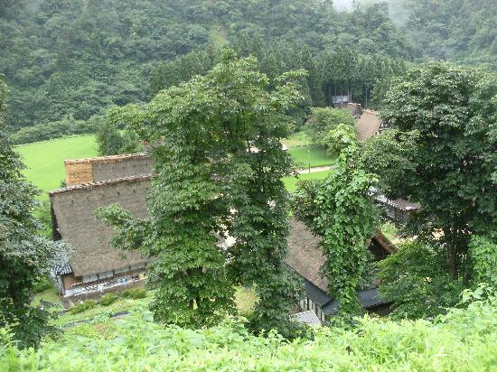 Suganuma Gassho Community: 駐車場展望台からの集落の様子