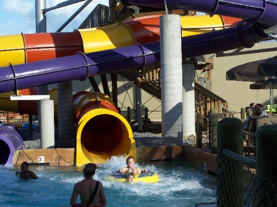 Wilderness at the Smokies Resort: Slides in Pool Across Street