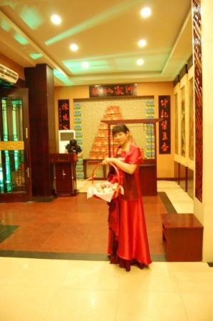 เจิ้งโจว, จีน: ZhengZhuo - offerte di mele (Cena)