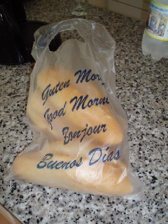 Apartamentos Taboga: Baguettes, delievered every morning