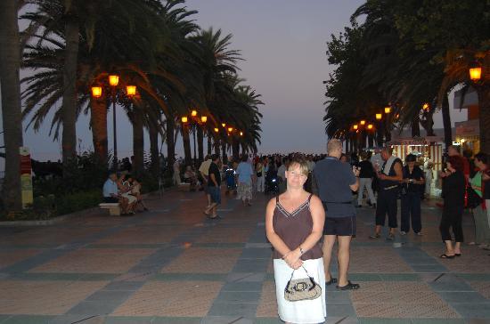 Hostal Dianes: Balcon at Night