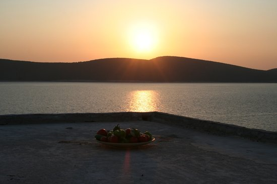 Marmari, Hellas: Fresh fruits, vegetables and ... the sunset!