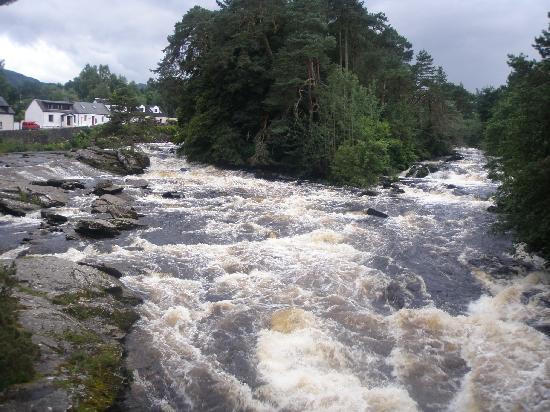 Craigbuie Guest House: Dochart falls in Killin